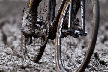 Ciclocross en circuito con barro